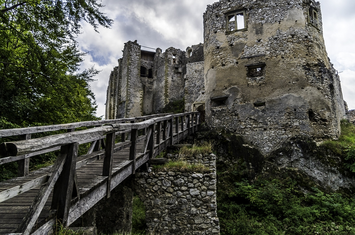 Uhrovec Castle : In the Heart of the forest