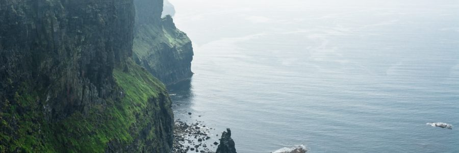 Breathtaking view over the cliffs of Moher