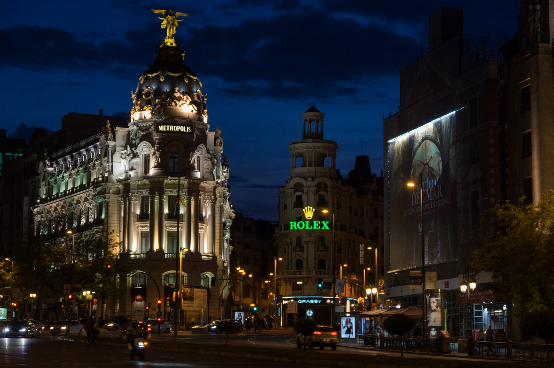 Metropolis building on Gran via