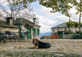 Hiking from Beloi to Kapesovo via the skala of Vradeto : Featured image