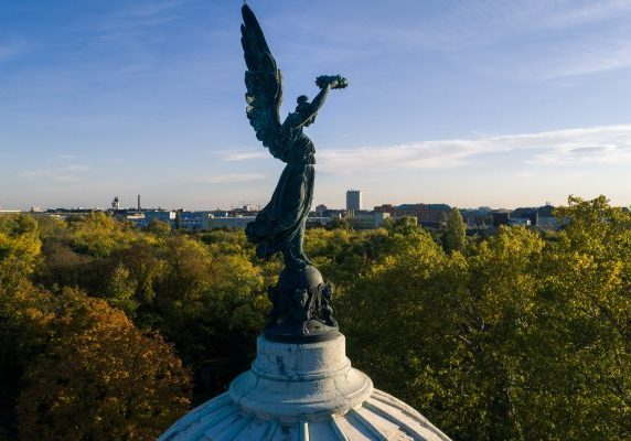 Kerepesi Cemetery : A Fascinating Necropolis in Budapest Frontpage
